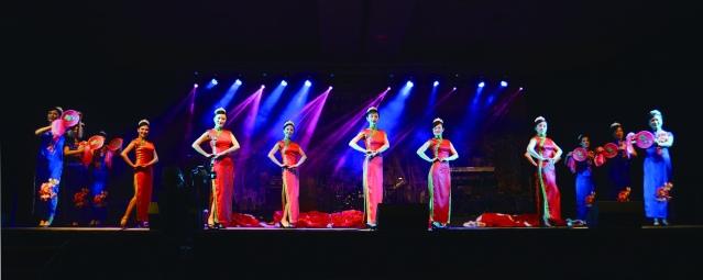 由中國旗袍會芝加哥分會表演,展現中國傳統旗袍的魅力,東方女性風韻的旗袍走秀