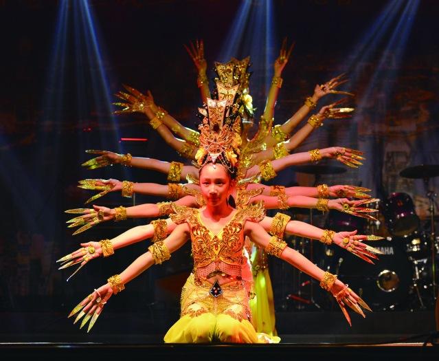 驚豔全場的舞蹈表演《千手觀音》