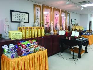 地藏殿祭拜牌位及供品