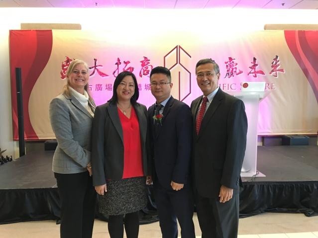 14福建商會副會長陳明鋒(右二)與嘉賓合影