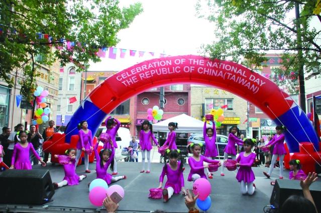 中華學校表演《採蘑菇的小女孩》