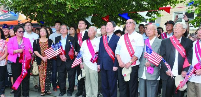中華會館前舉行莊嚴隆重的升旗典禮