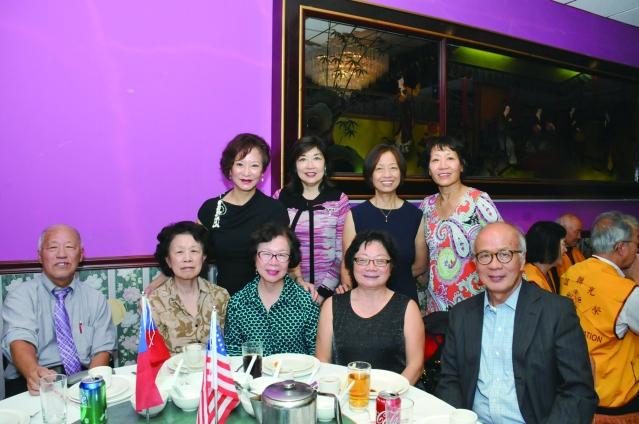 參加國慶餐會的北一女、台大、政大校友會及客家同鄉會合影