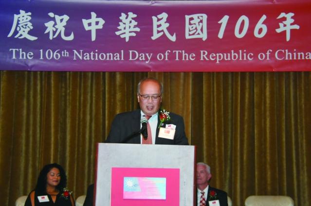 芝加哥中華會館董事長陳達偉在國慶酒會致詞