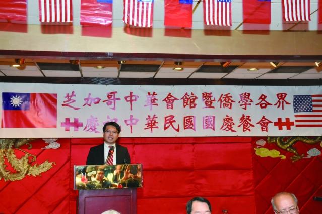 華僑文教服務中心主任王偉讚在國慶餐會致詞