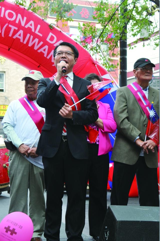 華僑文教服務中心主任王偉讚致詞 (1)