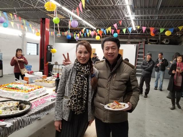 13李啟明與余蘭香夫婦與來賓張經理合影