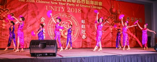 芝加哥中華會館主席黃于紋領隊、邱明秀指導所表演的舞蹈《女人花》
