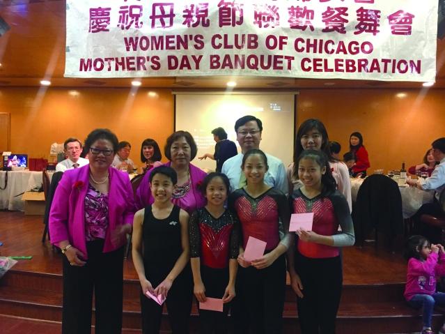 黃鈞耀處長伉儷、顧問黃伍佩玲(左1)及演出小朋友們合影
