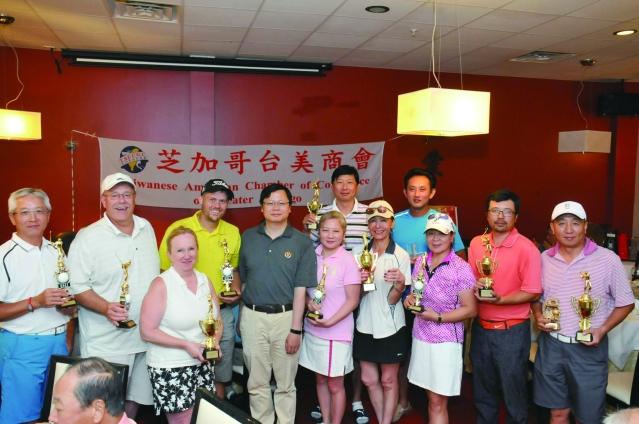 參加第31屆商會杯高爾夫球賽獲獎者合影