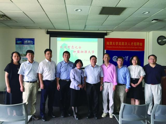 湘潭大學校長周益春(右5)及代表團合影