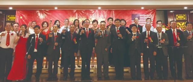 14大家共同舉杯 祝願祖國生日快樂 繁榮富強
