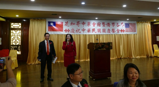 01餐会由伍焕光先生(左)与项邦珍女士(右)共同主持