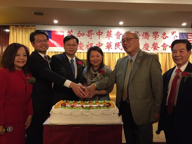 07黃鈞耀處長、王偉讃主任、黃于紋主席及陳達偉董事長共切生日蛋糕 祝願中華民國生日快樂