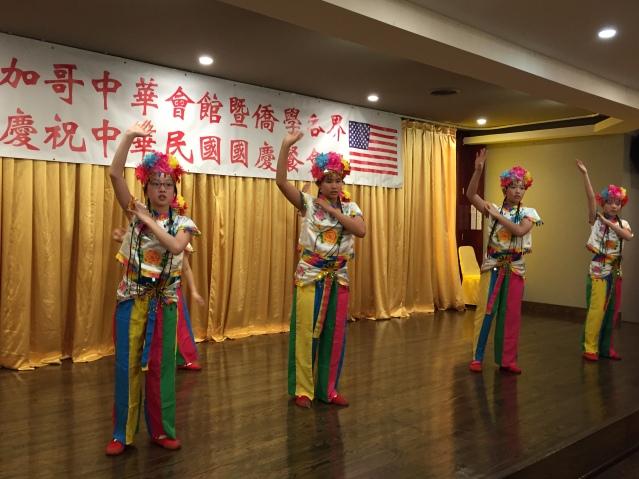 09中華會館中文學校兒童舞蹈兒童班表演《新疆舞》