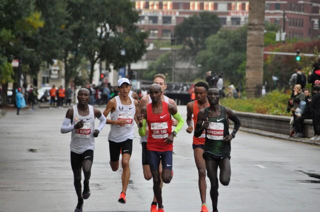 第一波參賽選手跑入中國城賽段獲勝者:男子組:Mo Farah