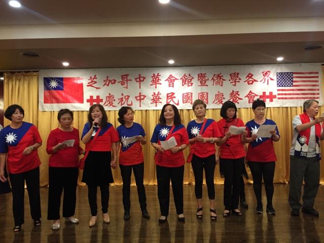 13台灣同鄉聯誼會會員身穿國旗衣服,真情演唱《愛拼才會贏》和《明天會更好》