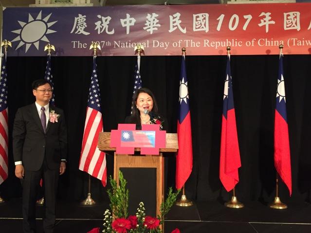 照片四:芝加哥中華會館主席黃于紋致辭