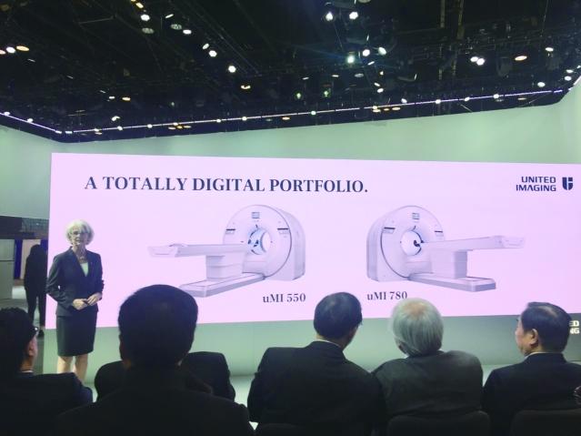照片九:聯影美國營銷團隊MI產品線副總裁Cheri Gottke作產品介紹