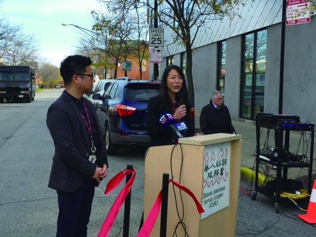 照片二:華咨處副董事長Bonnie Fong致辭感謝梅氏家族捐贈全新巴士