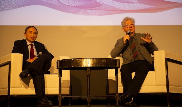 照片八:倪頻總裁與影片導演Malcolm Clarke與觀眾進行問答交流