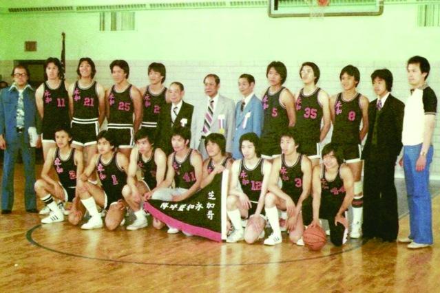 照片六:第39屆北美華人籃球邀請賽再度由成立於1972年的芝城華龍體育社做東道主