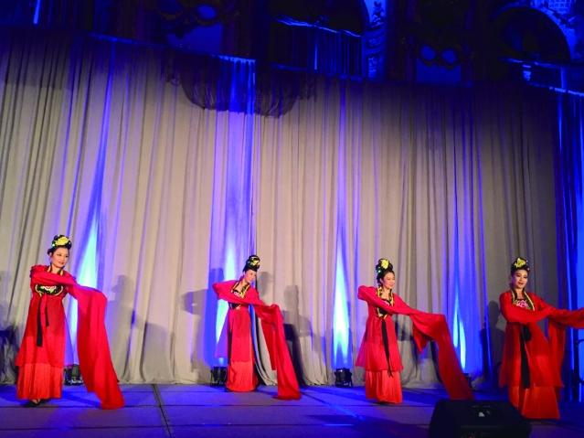 照片十二:舞者身穿極具中華文化特色服飾