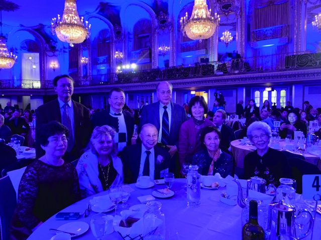 照片十:社團代表出席宴會