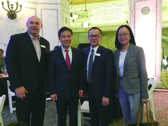 照片七:嘉賓合影:左起:華咨處總監Jered Pruitt、盧曉輝領事、劉國華總裁、周蕾領事