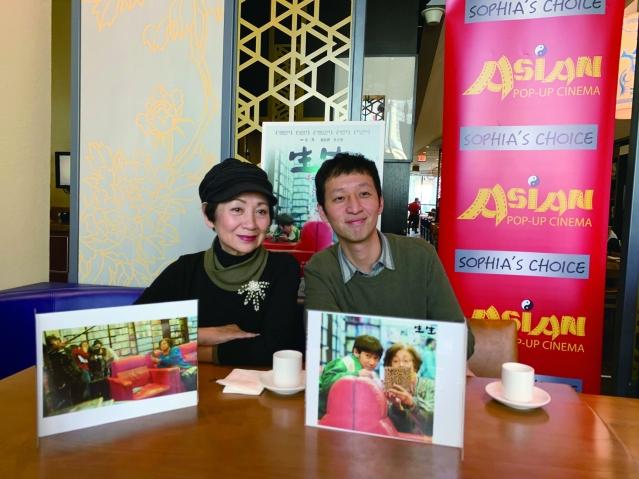 照片一:電影《生生》導演安邦(右)與主演鮑起靜(左)出席見面會