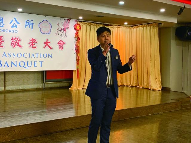 照片七:陳瀟先生演唱《梅花》、《吻別》、《朋友》等多首經典歌曲