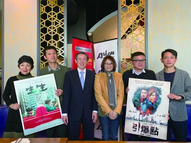 照片三:電影《生生》、《引爆點》導演及主角與陳彥夆副處長、王曉菲女士合影
