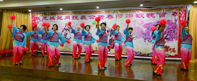 照片九:婦女部職員帶來精彩舞蹈