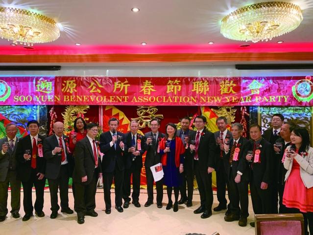 照片九:芝城遡源公所全體職員與陳彥夆副處長(左6)共同祝酒