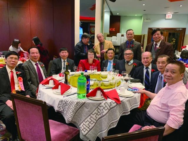 照片十一:僑社代表出席宴會