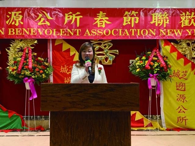 照片四:華聯會主席鄭征致辭