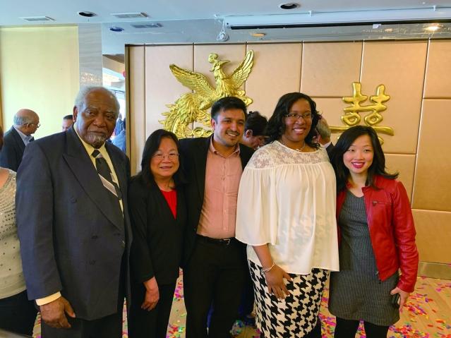 照片九:嘉賓合影:候任芝加哥市財長瑪麗莎艾文(右2)、25區區長盧漢士(左3)、國會議員丹尼戴維斯(左1)