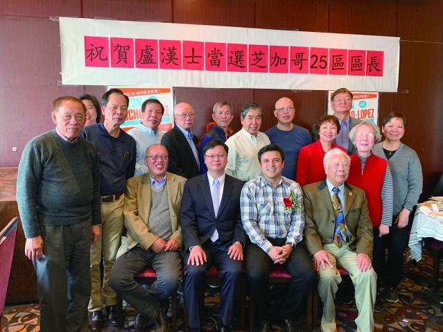 照片八:芝城安良工商會、至孝篤親公所代表與候任25區區長盧漢士合影