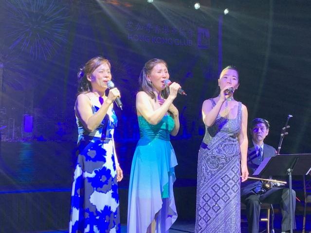 12:女聲三重唱《彎彎月亮》