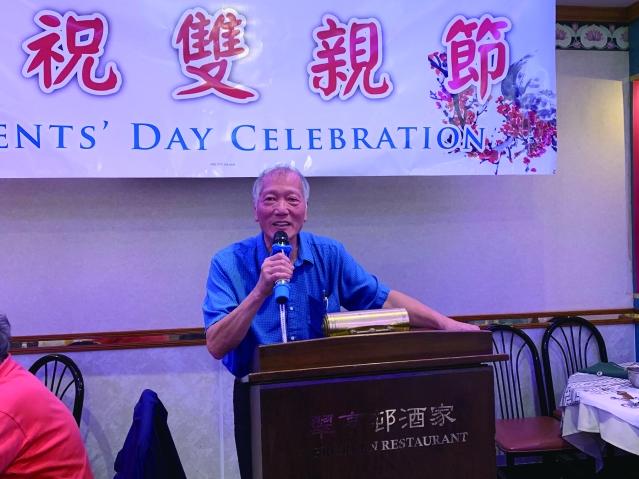 照片一:中文書記梅國洲先生主持宴會