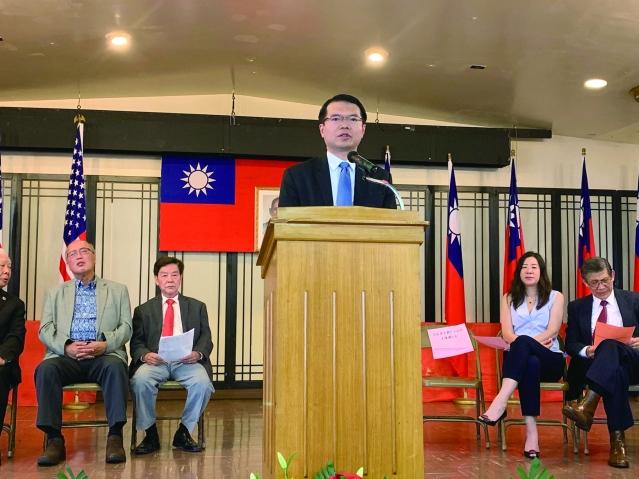照片四:僑教中心主任王偉讚致辭