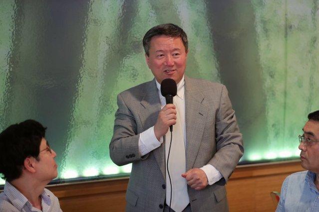 照片二:王志東律師解讀章瑩穎案判決及為社區各界答疑