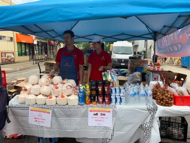 照片十九:香港超市攤位為民眾提供多款食品