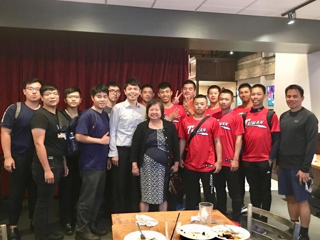 陳美麗老師晚宴球隊與台南崑山大學學生及教授
