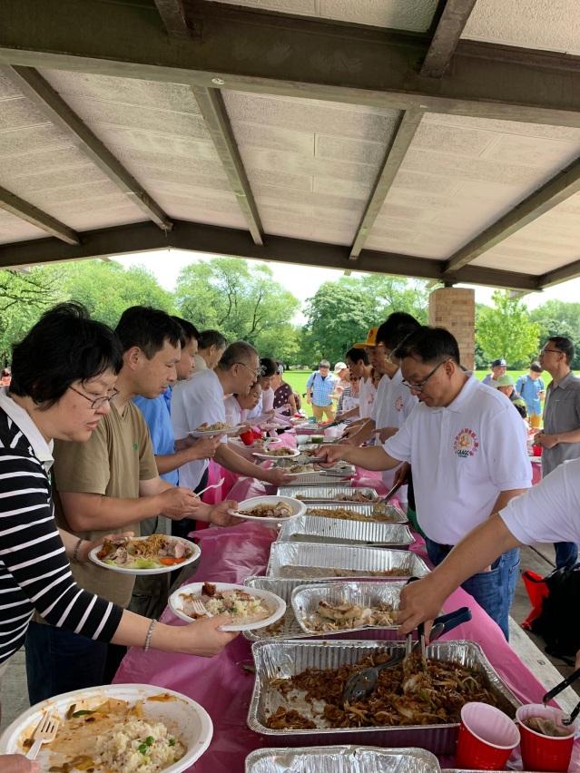 照片七:主辦方為各界來賓準備了豐盛食物