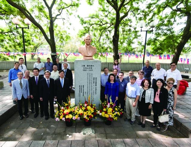 照片七:全僑為煥然一新的國父孫中山銅像揭幕