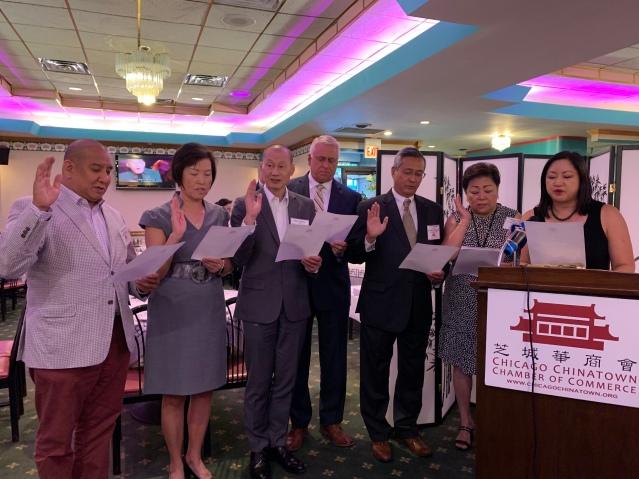 照片五:在伊州眾議員馬靜儀見證下,芝城華商會2019至2020屆執行官員宣誓就職