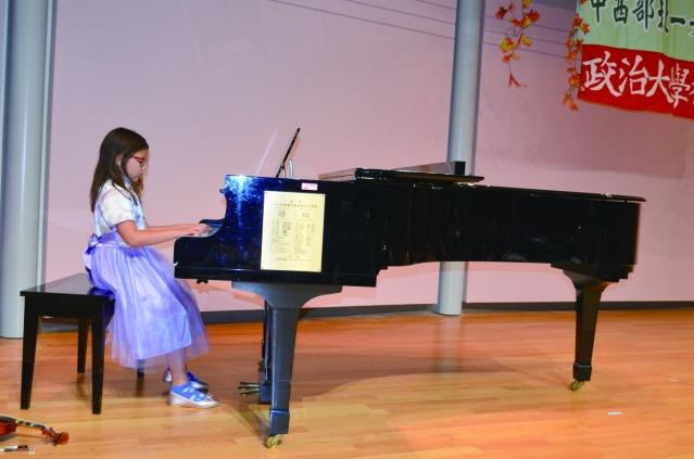 吳慕雲和陳鶯鶯的金孫,鄧羽涵彈奏優美動人的鋼琴曲