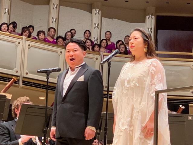 照片七:著名男女高音童韜和廖丹演唱《歌劇魅影》選曲