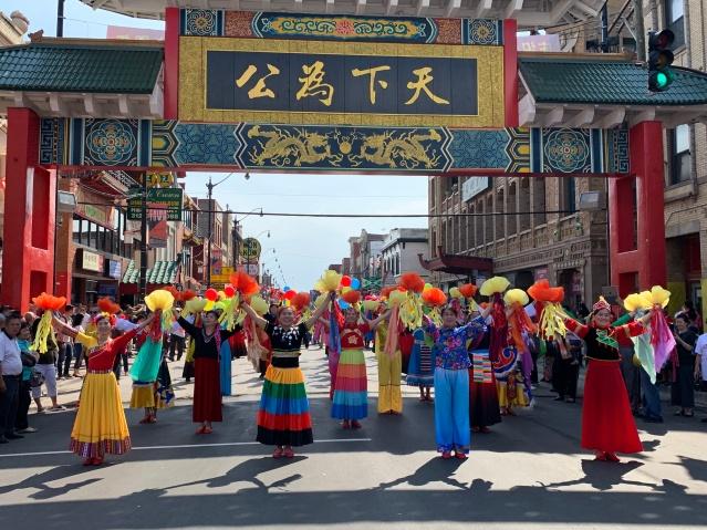 照片二十七:芝加哥快樂有我健身隊帶來精彩舞蹈展示傳統中國文化